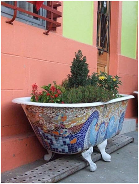 Old-Bath-Tub-Planter Would Be Great For Herbs